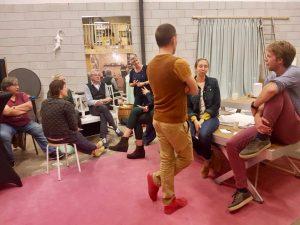 Foto van mensen in gesprek tijdens een sessie van Burgeratelier van Peen en Ui